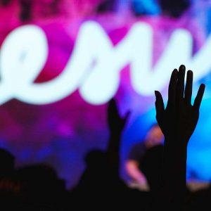 Hand bei Worship gehoben