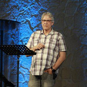 Pastor Thomas Varnholz bei einer Predigt