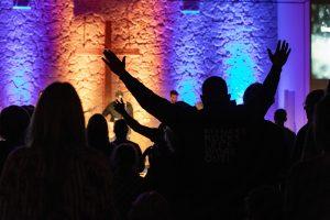 Menschen beim Worship
