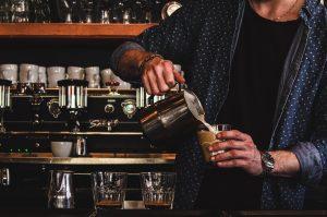 Mitarbeiter in der Coffeebar