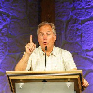 David Guzik bei einem Vortrag