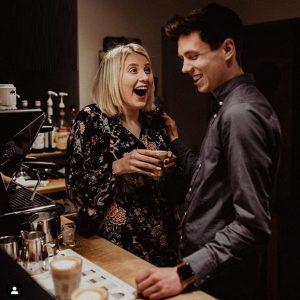 Pärchen genießt Kaffee in der Coffeebar Siegen